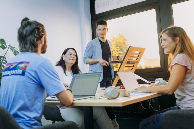 Coworkerinnen und Coworker im Coworking Space Düren